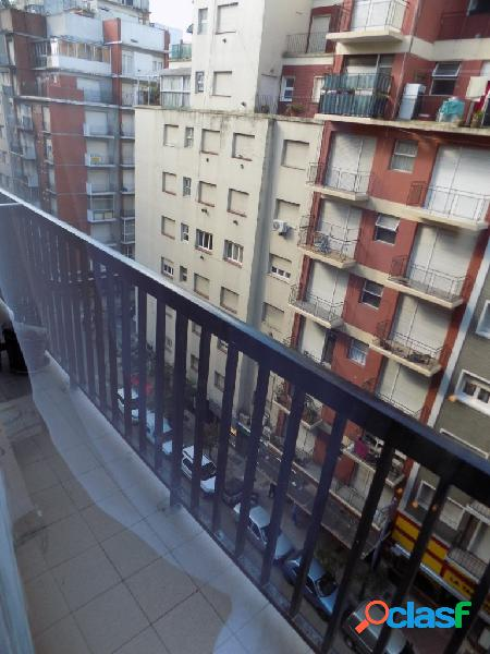 1 ambiente a calle con balcon, totalmente reciclado. 2