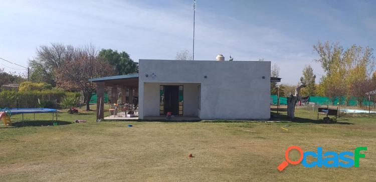 Casa quinta con pileta zona 2 Alamos entre Mitre y Alberdi. A 300 mts de Mitre. Cuenta con casa de 3 dormitorios, 2 baños, galerías, lavandería living-comedor, cocina 10 años construida. 1000 1