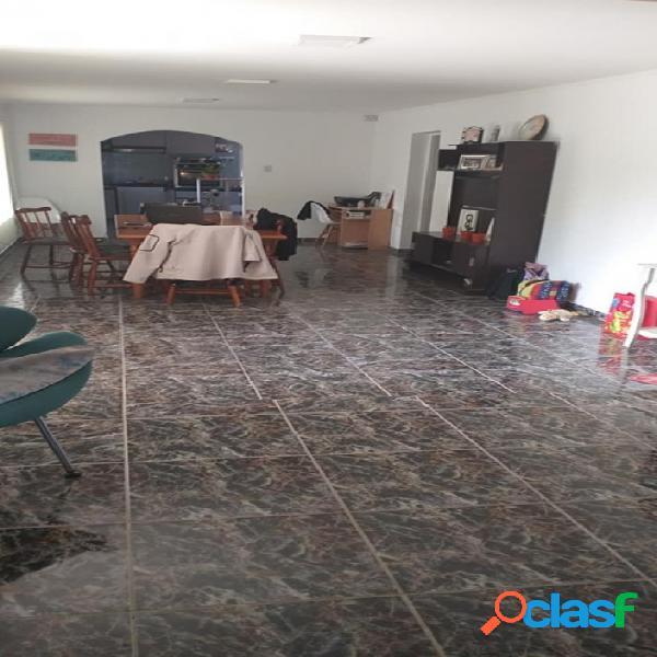 Casa quinta con pileta zona 2 Alamos entre Mitre y Alberdi. A 300 mts de Mitre. Cuenta con casa de 3 dormitorios, 2 baños, galerías, lavandería living-comedor, cocina 10 años construida. 1000 3