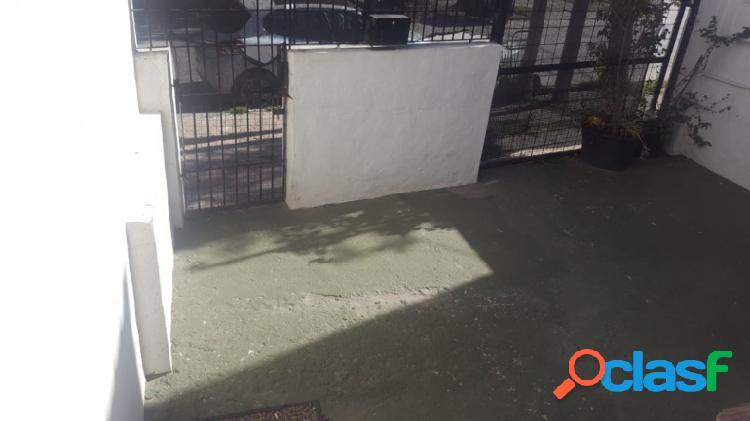 Gaboto 185 - Casa de 3 ambientes al fondo con patio 1