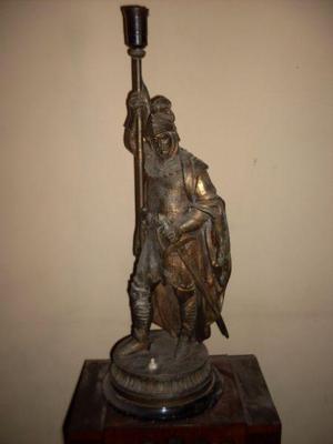 Escultura de bronce antigua caballero del medioevo