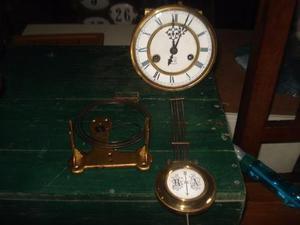 Antigua maquina de reloj a péndulo marca gustav becker