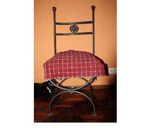 Juego de comedor de hierro. mesa y 4 sillas