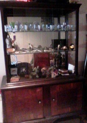 Mueble cristalero impecable