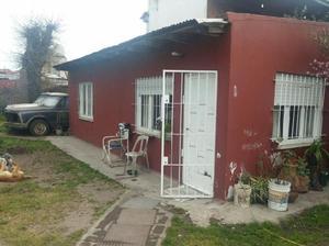 Vendo casa 2 amb. c/local (calle polonia)