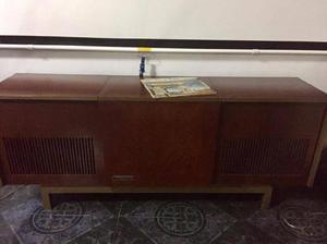 Tocadiscos con radio motorola bgh antiguo.