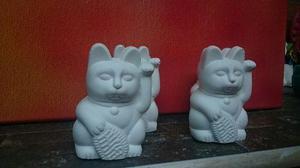 Gato gatito de la fortuna mini 6 cm, de yeso odontologico