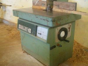 Varias maquinas para carpinterias, todas funcionando,