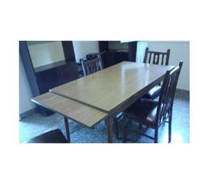 Mesa extensible con cuatro sillas