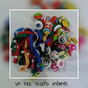 Porta chupetes coloridos