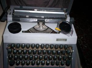 Maquina escribir portatil alemana erika