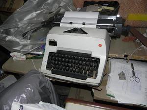 Vendo 2 máquinas de escribir marca olimpia
