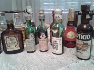 Antiguas botellas miniatura, licores y bebidas varias