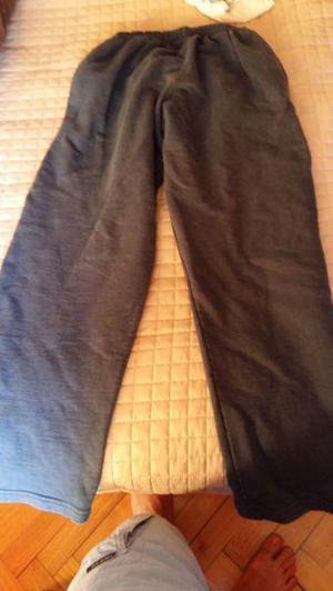 Pantalon gris suelto