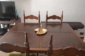 Juego comedor, mesa y sillas madera estilo provenzal