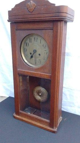 Antiguo reloj de pendulo para restaurar