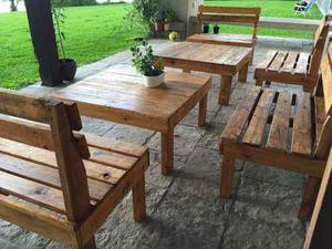 Bancos y mesas para exterior en maderas recicladas en Argentina
