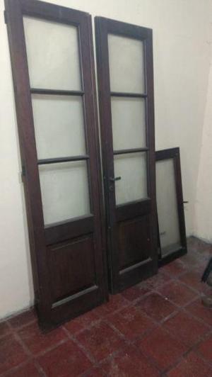 Puerta antigua de cedro