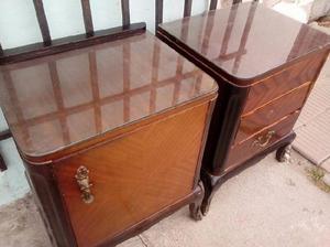 Mesas de luz antiguas con vidrio $1500