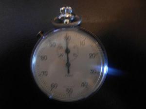Antiguo reloj cronometro ampolleta funcionando sello park