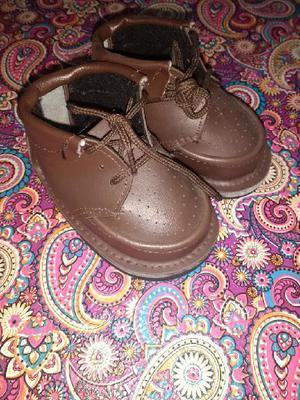 Zapatos bebé los dos prácticamente nuevo