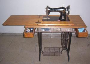 Maquina de coser singer con mueble urgente!!