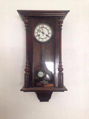 Reloj antiguo madera pared