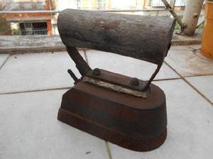 Antigua plancha de hierro fundido