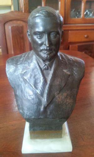 Escultura en bronce de juan b.justo, escultor enzo giusti