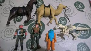 Lote con munecos y animales