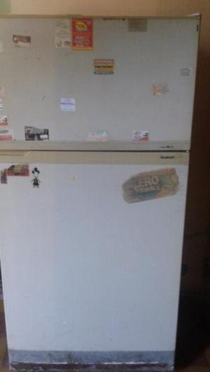 Vendo heladera con freezer peabody