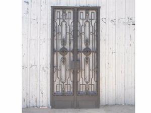 Antigua puerta de frente en hierro forjado (123x255cm)