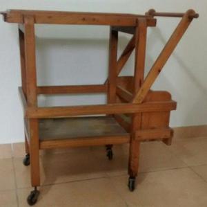Mesa madera vidrio clasf for Mesa de madera con vidrio