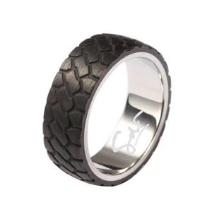 Anillo gdf men de acero pulido y fibra de carbono