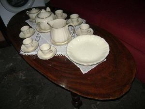 Juego de cafe de 19 piezas en porcelana inlesa