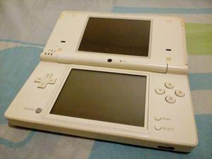 Nintendo dsi. regalos un juego original + cargador cable usb