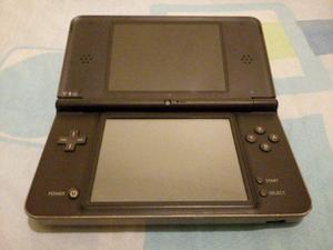 Nintendo dsi xl grande, cargador usb+ 1 juego+ film pantalla