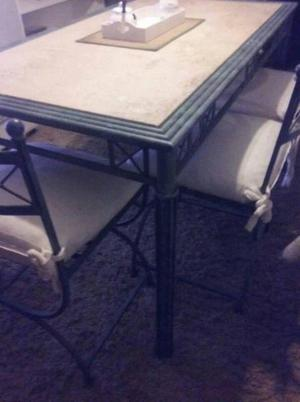 Mesa con 4 sillones en hierro forjado y marmol