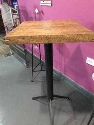 Mesa madera patas hierro clasf for Mesa alta madera bar