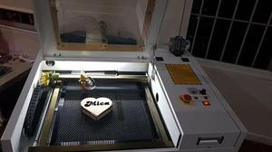 Maquina laser de corte y grabado con area de grabado y corte