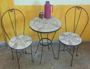 Mesa de hierro sillas decoradas con venecitas para exterior