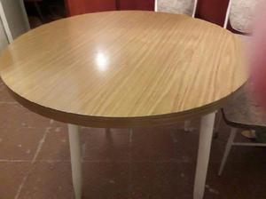 Mesa redonda de fórmica con patas de madera 1540881644