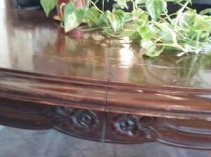 Bella mesa de estilo provenzal en madera maciza