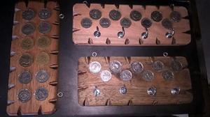 Porta llaves de madera con monedas antiguas argentinas y