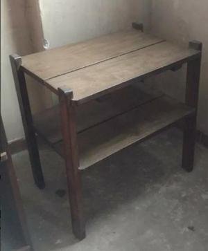 Mesa ratona en madera maciza.