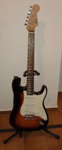 Guitarra squier bullet strat funda pie amplificador marshall