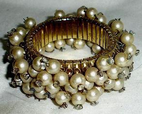 Antigua pulsera acero elastizada perlas