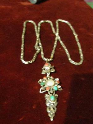 Antigua cadena y dije de plata, importante diseño