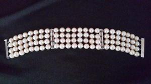 Pulsera de perlas cultivadas y broches de oro blanco