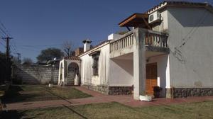 Casa de categoría a la venta en villa allende, bº condor